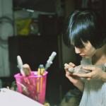 Nghệ sĩ Trần Thu Hằng đang tạo hình